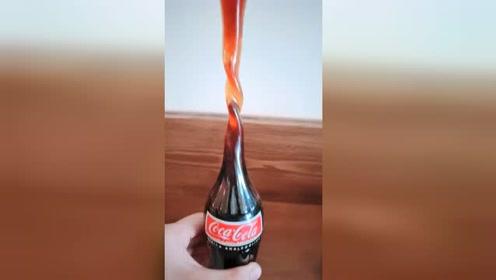 天气太热,可乐瓶都变形了!