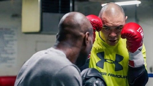 中国巨人拳手张志磊备战最新比赛!