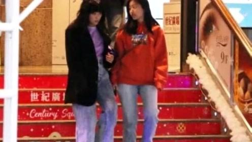 陈奕迅女儿长开了,15岁身材高挑,一身潮牌与母亲逛街似姐妹