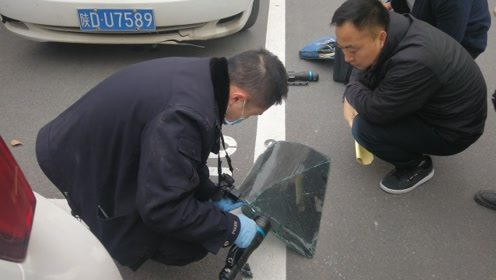 路边9辆车车玻璃深夜被砸 警方已介入调查