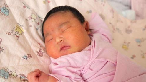 新生宝宝屁换尿布疹,竟因妈妈这样垫尿布,医生吓出汗撒腿就跑