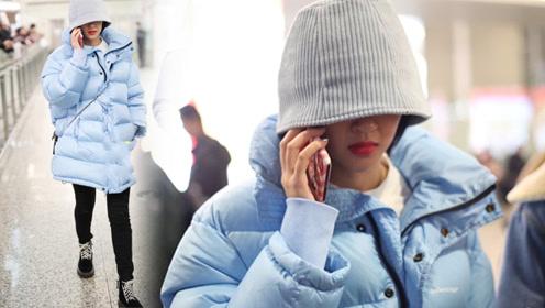 唐艺昕简直是冬日一抹清泉 身穿蓝色羽绒服甜美干净