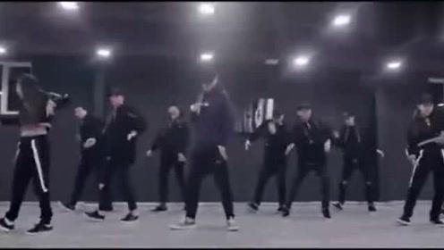 吴亦凡舞蹈室尬舞,认真跳舞的你简直要帅呆了