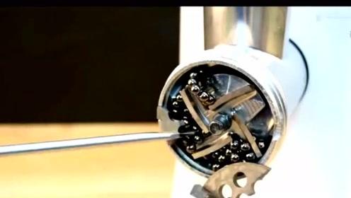 科技奇趣:把钢珠放进绞肉机会发生什么,你猜不到!