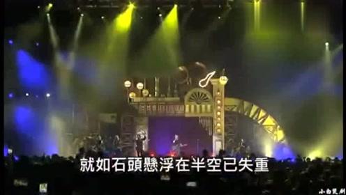 谢霆锋2018年第一唱,弹吉他《活着》