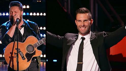 美国好声音选手秀超强唱功赢导师四转,亚当莱文起身疯狂鼓掌
