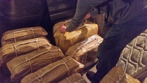 俄驻阿根廷大使馆搜出价值3.8亿元毒品 16个手提箱堆成山