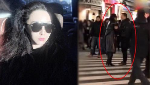 范冰冰黄轩日本街头拍吻戏 两人的身高和体型有点尴尬
