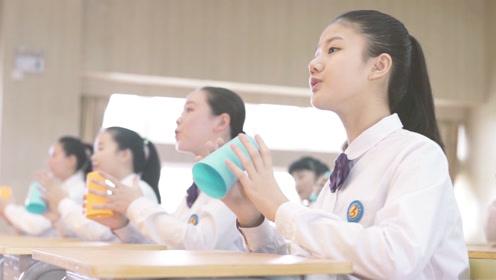 声如天籁!中学生用杯子伴奏合唱《稻香》 惊艳了所有人的耳朵