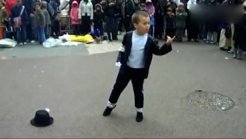 5岁小男孩跳起杰克逊的舞蹈有模有样,简直就是一个缩小版的舞王