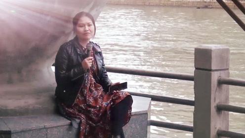 美女搞笑翻唱郑钧经典情歌,一开口就蒙圈了