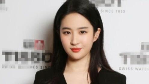刘亦菲一袭黑裙优雅亮相,脸部稍显圆润又胖了?