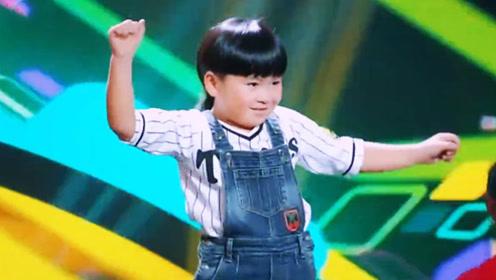 6岁萌娃广场舞跳的太好 大妈们纷纷拜他为师 谢娜邀请他上节目