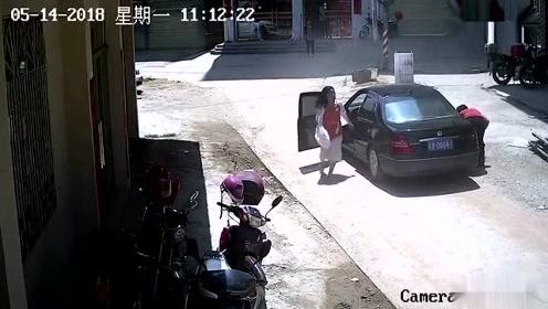 """女司机街头碾压5岁女童 事后竟找借口""""溜""""了"""