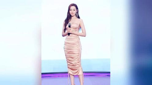 迪丽热巴穿裸色长裙前凸后翘,这颜值身材是小仙女无误了