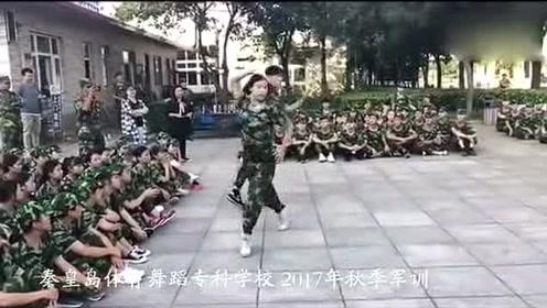 军训生活:专业舞蹈情侣一言不合就尬舞,哈哈