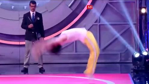 中国小伙在国外舞台上连续50个后翻看呆评委观众!