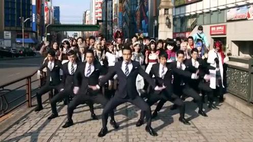 红遍全球的日本上班族机械舞, 动作整齐到有点尴尬!