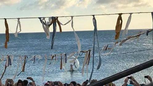 尴尬了!女星钻进透明球与观众互动 一阵风来被径直吹进海里