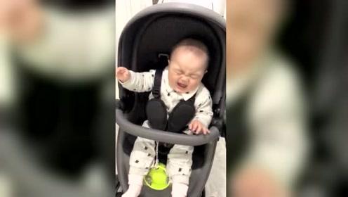 这熊孩子太能装了,知道假哭了!