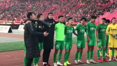 河北华夏幸福完成赛季收官 国安众将赛后向球迷致谢