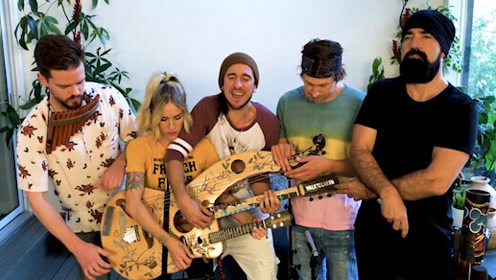 五人共用一把乐器翻唱魔力红热单 好听爆了