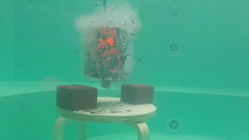 老外将铜块加热到1000度后放入泳池,想加热泳池,能成功吗?