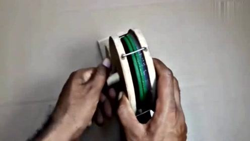 男子突发奇想,设计制作这样一台粉碎机,真是脑洞大开