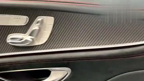 外表四门不特殊,内在的运动气息却凶的扑脸!梅赛德斯AMG GT63!