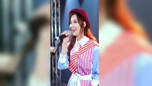 网红美女人美声甜,轻快歌曲也唱得如此好听!