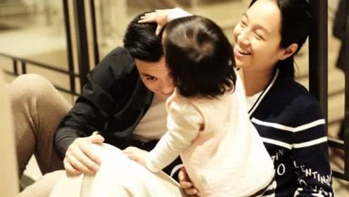 朱丹情人节晒幸福,女儿小小丹给爸爸摸摸头很温馨