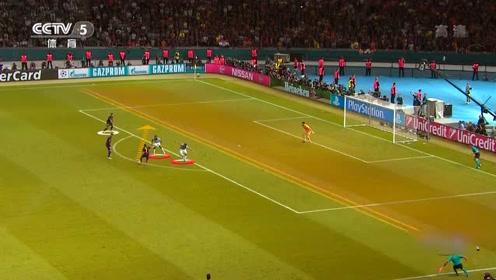 佩德罗吸引了对方全部防守球员,为内马尔拉开一大块空档