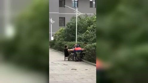 台风来了又能怎样,让你见识一下打麻将的最高境界!