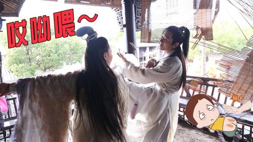 《倚天屠龙记》独家花絮:杨逍片场过招灭绝,惨遭打屁股