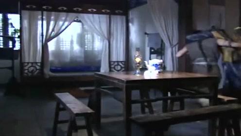 少年黄飞鸿:纳兰康喝酒大醉,还好他俩及时出现帮忙