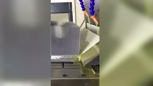 什么叫削铁如泥,看看这台机器。