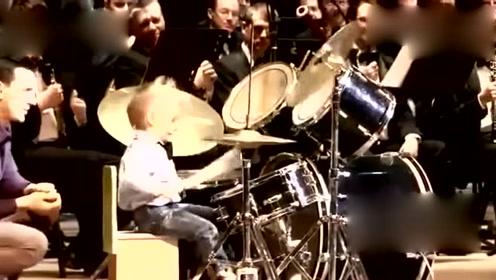 三岁架子鼓手与交响乐团合作演出,萌翻了全场