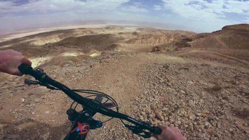有机会一定要去中东骑车,荒漠风景不是一般的壮阔