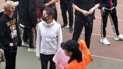 北电偶遇关晓彤在体测 跑两千米大长腿超吸睛
