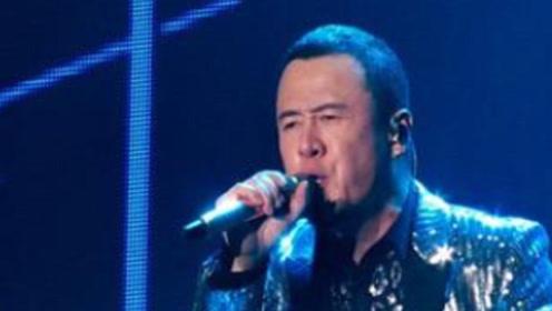 杨坤被拍酒桌上发飙,满嘴脏话,疑似对《歌手》排名不满意!