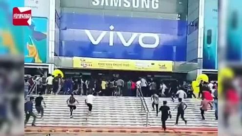 孟加拉《复联4》首映万人电影院内抢票9小时,网友:感谢网络抢票