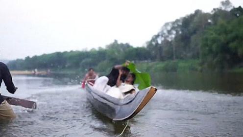 印度夫妇独木舟上拍婚纱照,不料意外翻船落水