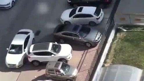 学会这个倒车技术,再也不担心有人堵车位了