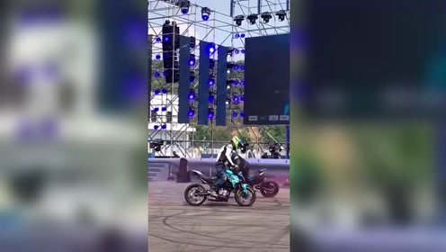不容错过的摩托车车技表演