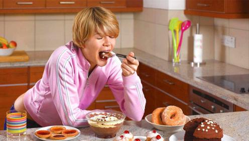 在完成一天的工作之后,怎样才能避免暴饮暴食导致的过劳肥呢?