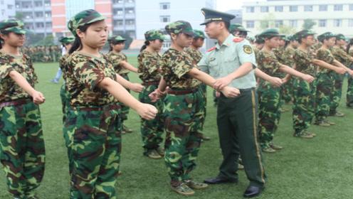 大学军训的教官是什么职位?为何会被选中来给学生军训,看完懂了