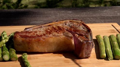 在家用平板锅做牛排,五分熟的真美味,肉嫩汁香,约会浪漫法宝