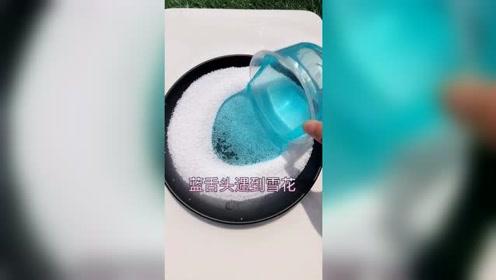 爆笑恶作剧:蓝色起泡胶与雪花混合,神仙打架?无硼砂谁能赢