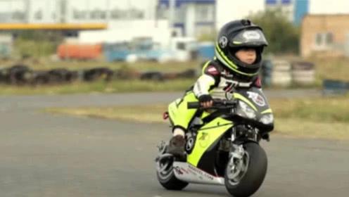"""最小的""""摩托车骑手""""!年仅4岁的小奶娃,技术却稳如老司机!"""