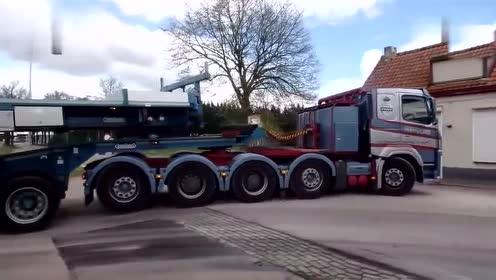 实拍沃尔沃斯堪尼亚大型拖车经过